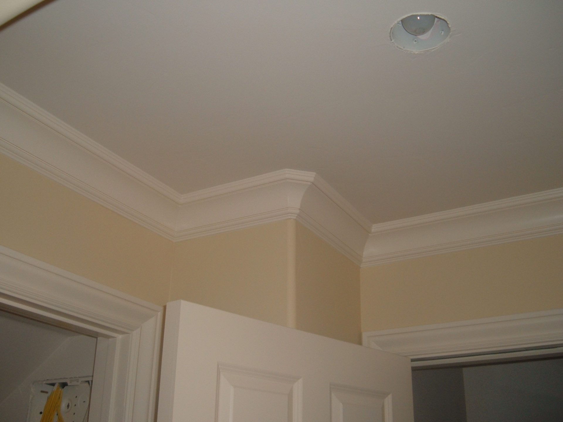Crown Mouldings, with bull-nose corners (Cupertino)